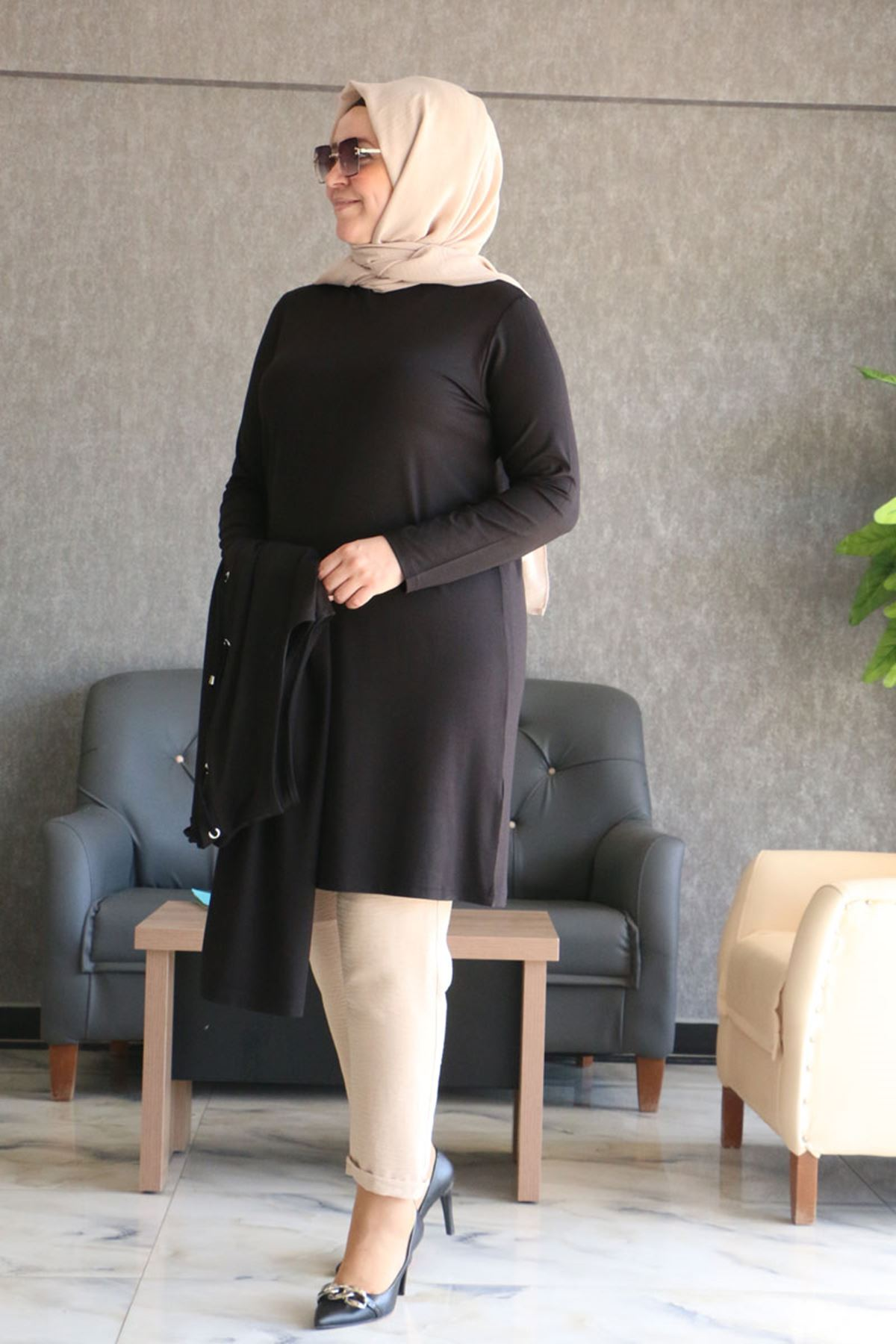 7905 Plus Size Two-Piece Set with Vest and Tunic- Black